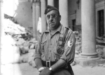 José Moscardo en el interior del Alcázar después del asedio