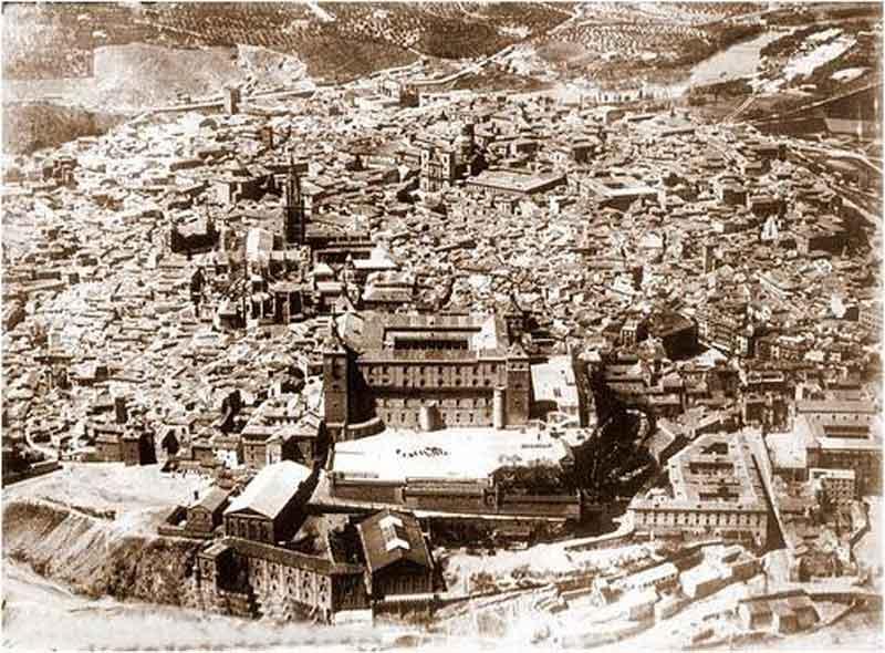 Vista del Alcázar de Toledo antes del asedio 2