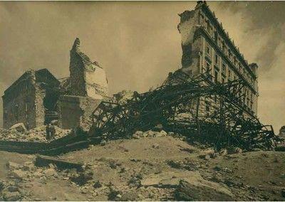 Fachada SO del Alcázar de Toledo después del asedio