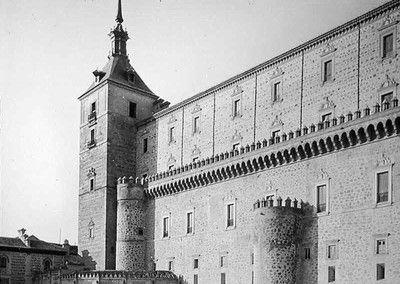 Fachada Este del Alcázar de Toledo antes del asedio