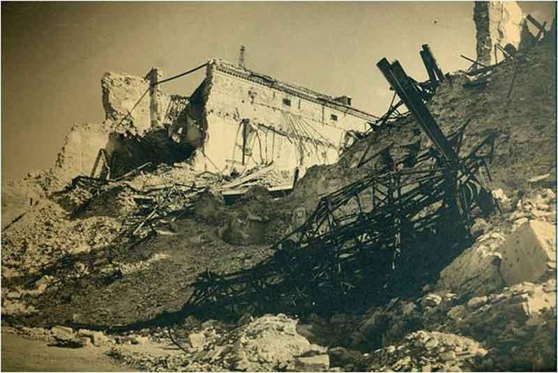 Fachada Norte del Alcázar de Toledo después del asedio