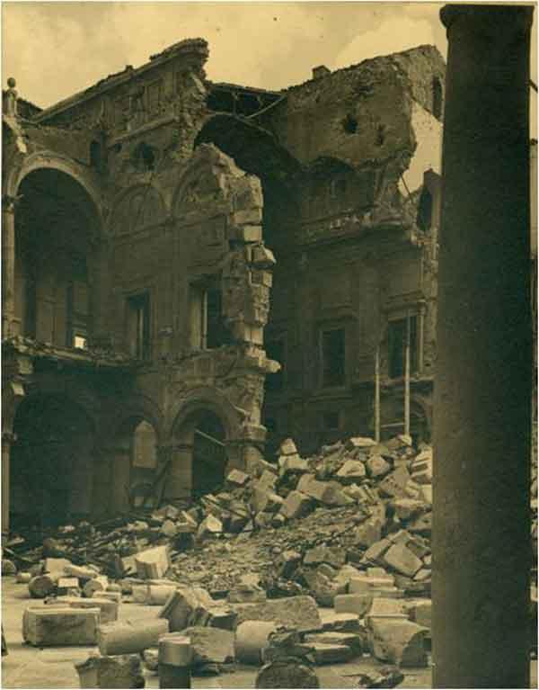 Interior SE del Alcázar de Toledo después del asedio