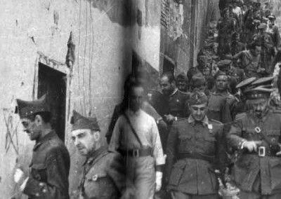 Franco, Varela y Moscardó saliendo del Alcázar de Toledo