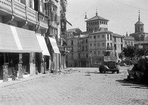 Blindado hacia calle Armas-Asedio Alcazar de Toledo