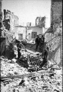 Evacuacion heridos 3 calle Armas-Asedio Alcazar de Toledo