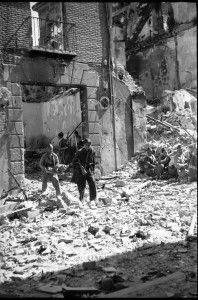 Evacuacion heridos 4 calle Armas-Asedio Alcazar de Toledo