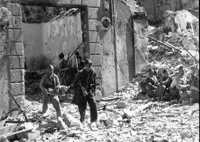Evacuación de heridos en la calle Armas 4