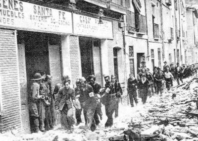 Evacuación de heridos republicanos por la calle Santa Fe