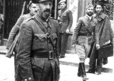 General Moscardo recién liberado el Alcázar de Toledo