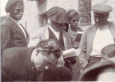 Llegada caja de libros a Beteta, Cuenca. 1934