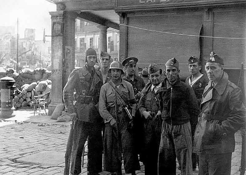Milicianos en la calle Comercio esquina Zocodover
