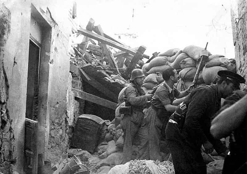 Milicianos calle horno bizcochos-Asedio Alcazar de Toledo