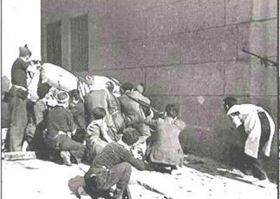 Milicianos en el callejón de Lucio