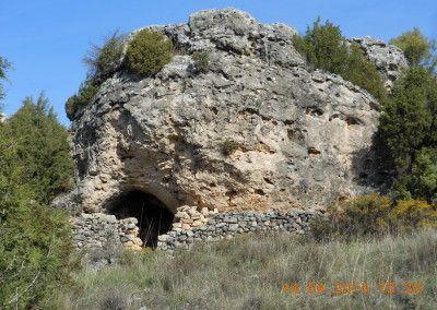 """Cueva natural y refugio republicano con parapeto. Zona """"Los Castillejos"""""""