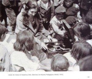 Sesión de música en Navarrisca, Ávila. 1934