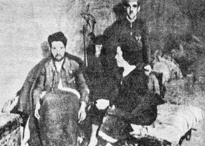 Guardia Civil herido cuidado por su mujer.