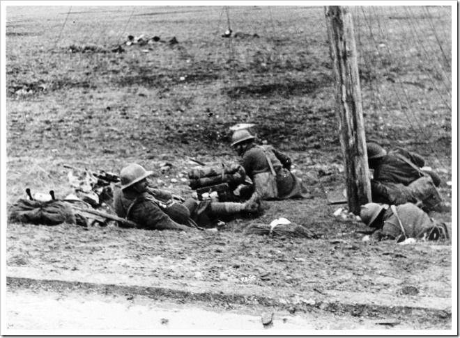 Soldados Italianos del CTV atrincherados entre Almadrones y Masegoso