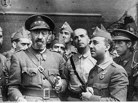 Moscardó con Franco y Varela, recién liberado el Alcázar
