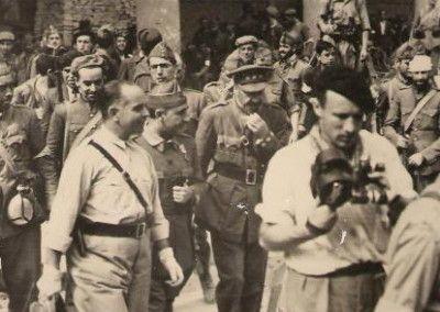 Moscardo acompaña a Franco y Varela, por las calles de Toledo