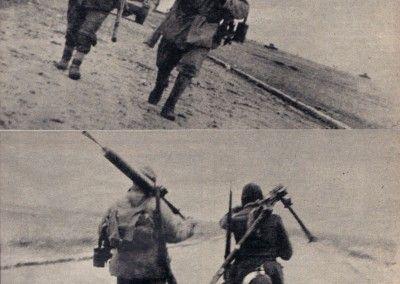 Soldados caminando por la carretera general de Zaragoza