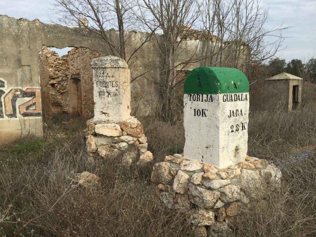 Caseta peón caminero en el cruce de la carretera Torija-Brihuega-Fuentes y que sirvió de cuartel general republicano