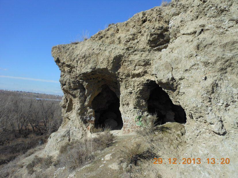 Posición artillera republicana en cueva. Perales del Río