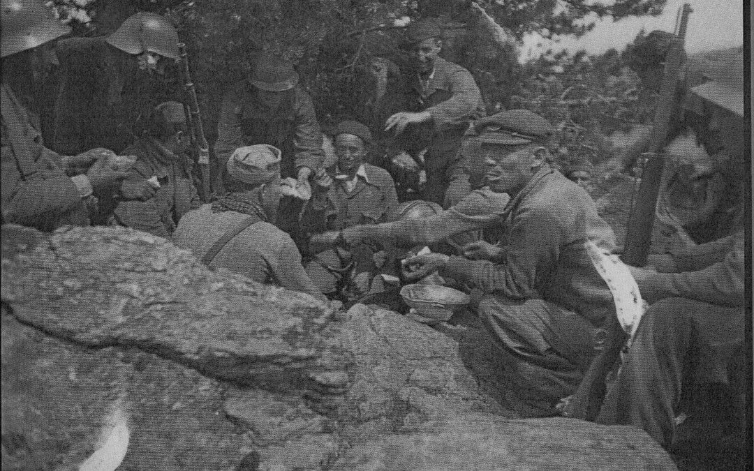 Momento del rancho en las tropas republicanas. Ofensiva de la Granja.