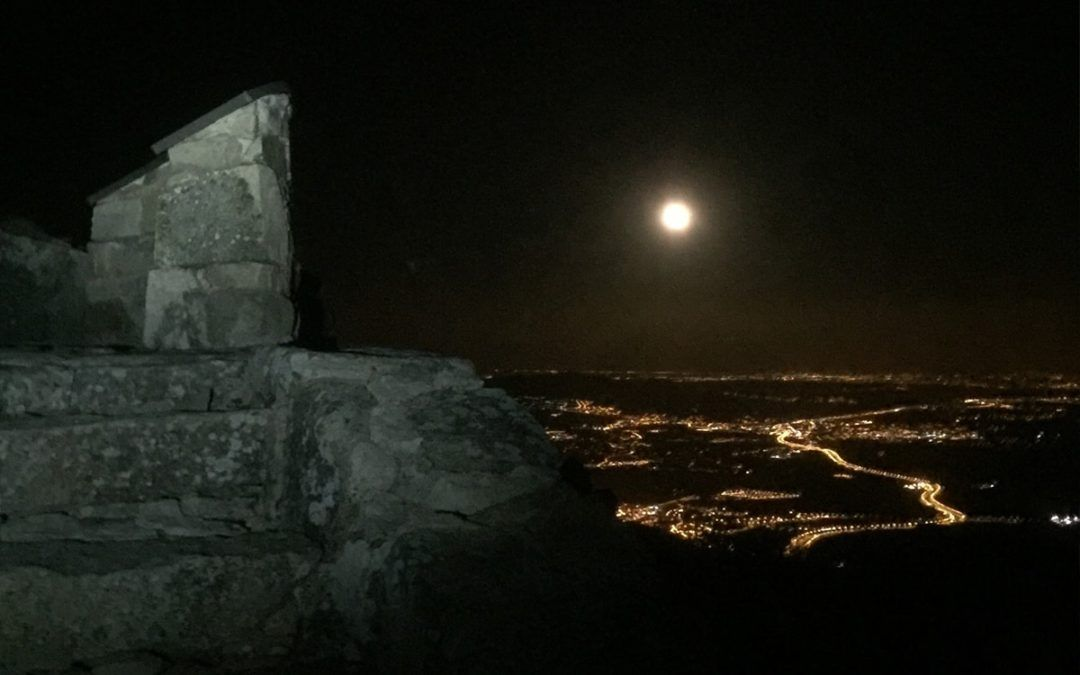 Cabeza Lijar por la noche