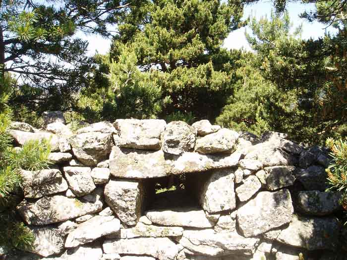 Muro con aspillera Alto del León